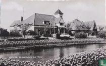 Groede,Gemeentehuis met vijver